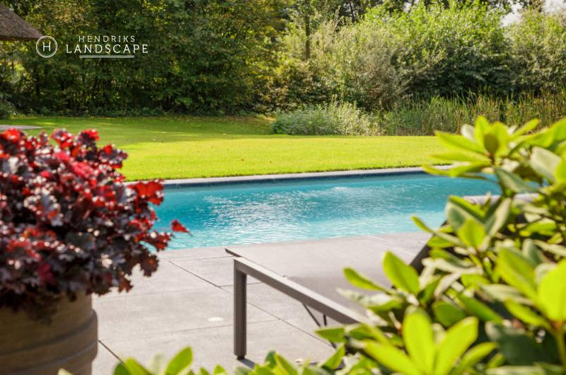 Private garden with exclusive swimming pool and pool house ...